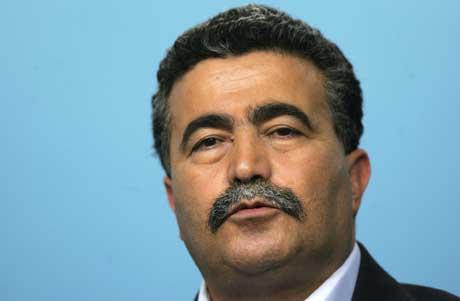 Amir Peretz vil styrke Abbas, men bare for å svekke Hamas (Scanpix/AFP)