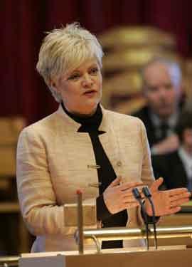 Kristin Halvorsen legger fram budsjettet i formiddag. Foto Knut Falch / SCANPIX .