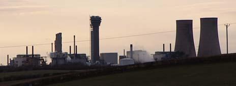 Atomgjenvinnigsanlegget på Sellafield er den største kilden til radioaktiv forurensning i Nord-vest Atlanteren. Det ble bygd etter andre verdenskrig og har siden da tatt imot atomavfall fra hele verden. Foto: NRK/Brennpunkt