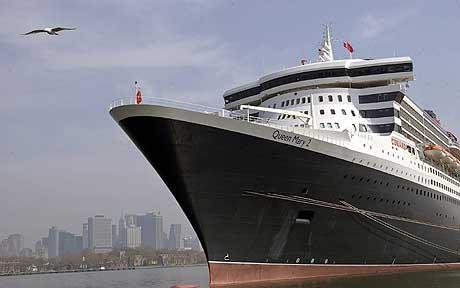 «Queen Mary II» da skipet lå til kai i New York i april i år. (Foto: Reuters/Scanpix)