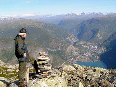 Øvre Årdal sett frå Bøttejuvet. Foto: Egil Jørgen Lund, utlånt frå Årdal Sogelag.