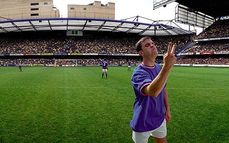 Robbie Williams er NOE opptatt av fotball. Her fra et coverbilde fra utbretten i