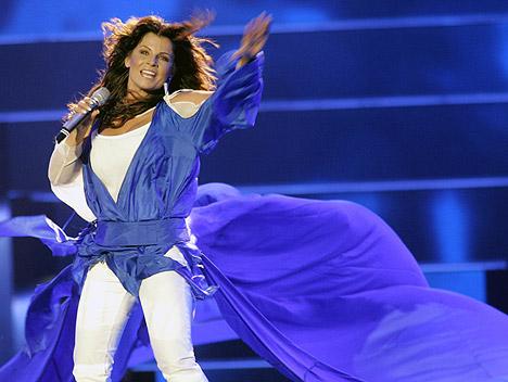 Det blir mye flagrende gevanter når Carola skal framføre Sveriges bidrag under Eurosong-semifinalen torsdag. Foto: Pontus Lundahl, Scanpix.