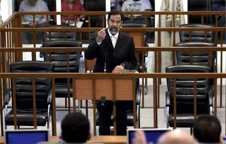 Saddam Hussein gjør fortsatt krav på å være Iraks president, og nekter all skyld. (Foto: Marco Di Lauro/ AFP/ Scanpix)
