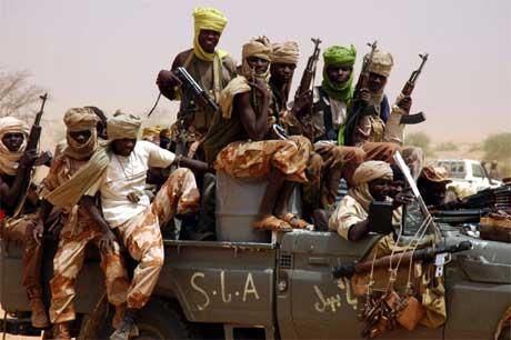 Soldater fra Den sundanske frigjøringshæren, som har gått med på en avtale med regjeringen, kan fortsatt ses i Darfur-provinsen. (Foto: Candace Feit/ Reuters/ Scanpix)
