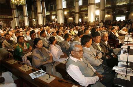 Det nepalske parlamentet gikk i dag enstemmig inn for å begrense kongens makt. (Foto: Gopal Chitrakar/ Reuters/ Scanpix)