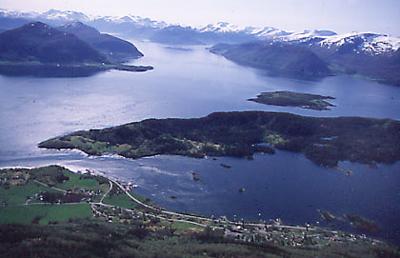 Eiksund med øyane Eika og Yksnøya. Foto: Statens vegvesen