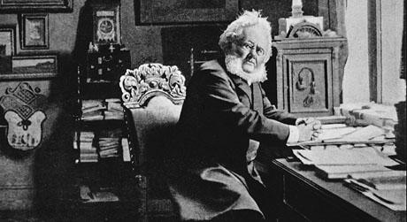 Henrik Ibsen i leiligheten sin i Arbins gate. (Foto: Scanpix)