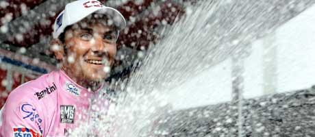 Ivan Basso vant Giro d'Italia i år før han ble utestengt.(Foto: AFP / SCANPIX)