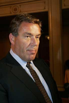 AVIS-SELGER: Styreleder Stein Erik Hagen i Orkla kan komme til å selge det meste av Orkla Media til det britiske selskapet Mecom. Men salget vil trolig bli ytterst upopulært (Foto: Terje Bendiksby/Scanpix)
