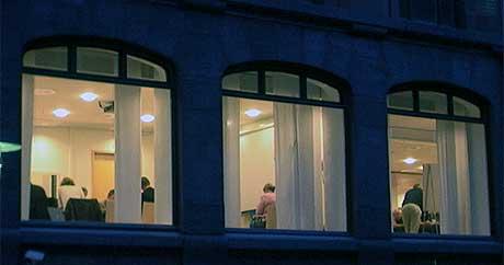 LANG NATT: Lønnsforhandlingene i det offentlige foregikk i hele natt. Akademikerne brøt i morges, men de andre forbundene forhandlet fortsatt. (Foto: Erik Engen, NRK)