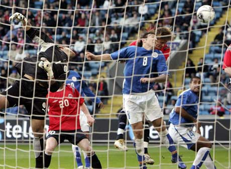 Frode Johnsen header inn 2-2. (Foto: Tor Richardsen / SCANPIX)