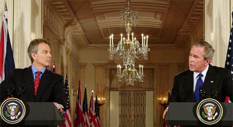 Toney Blair og George W. Bush var eninge om at de ikke vil gi en tidsplan for når styrkene skal trekke seg ut av Irak. (Foto: AFP/Scanpix)