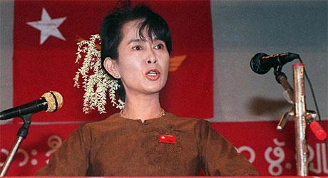 Demokratiforkjemperen Aung San Suu Kyi har sittet i husarrest i rundt 11 år. (Akrivfoto: AFP, Scanpix)