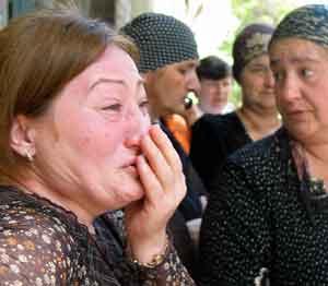 Pårørende til ofrene for Beslan-terroren under siste dag av rettssaken. Foto: Kazbek Basajev, AFP