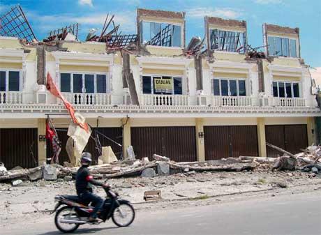 Det er mange ødelagte hus i den historiske byen Yogykarta. (Foto: AP/Scanpix)