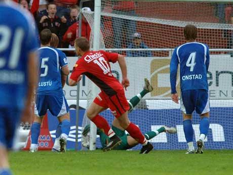 Bengt Sæternæs gir Brann ledelse 1-0. (Foto: Marit Hommedal / SCANPIX)