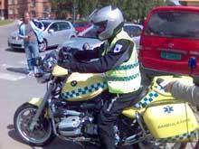 Motorsykkelambulansen ble lansert mandag. (Foto: Thor Henry Bjor, NRK)