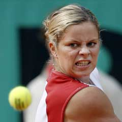 Kim Clijsters under kampen mot Virginie Razzano. (Foto: AFP/Scanpix)