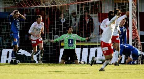 Fredrikstad går opp til 5-2. TIL-keeper Kenny Stamatopoulos fortviler.(Foto: Tor Richardsen / SCANPIX