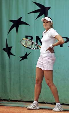Nadia Petrova så oppgitt ut under kampen mot Morigami. (Foto: AFP/Scanpix)