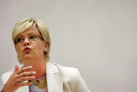 Finansminister Kristin Halvorsen sier at at Statens pensjonsfond-utland ikke lenger vil investere i Wal-Mart og FreeportMcmoran av etiske grunner. (Foto: Sara Johannessen / SCANPIX)