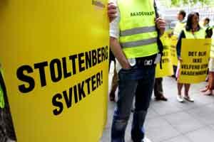Akademikere demonstrerte i regjeringskvartalet etter at det var klart at det gikk mot tvungen lønnsnemnd. Foto: Sara Johannessen / SCANPIX