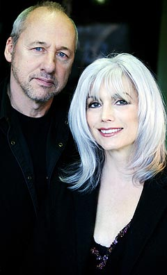 "Mark Knopfler og Emmylou Harris har sammen gitt ut albumet ""All the roadrunning"". Foto: AP Photo / Scanpix."