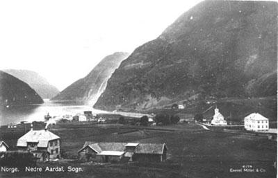 Årdalstangen i 1916. Foto: Mittet, utlånt frå Årdal Sogelag.