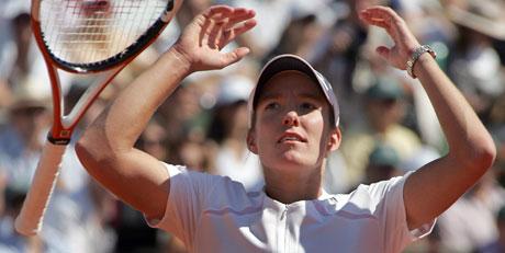 Belgiske Justine Henin-Hardenne jubler etter å ha vunnet French Open for tredje gang. (Foto: AFP PHOTO JACK GUEZ)