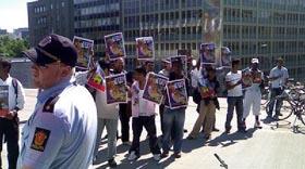 Tamiler i Oslo demonstrerte mot utenriksministerens besøk. (Foto: Anders Tvegård, NRK)