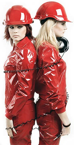 Isabelle Erkendal og Rosanna Jirebeck er West End Girls. Debutalbumet heter «Goes petshopping» og slippes i første omgang i Sverige og Japan. Foto: Promo.