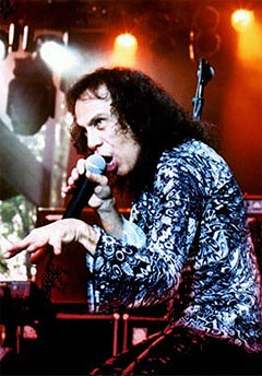 Heavy-legenden Ronnie James Dio inntar Hamar 31. august. Foto: Promo.