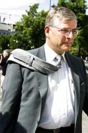 Avtroppende konsernsjef Jørgen Lindegaard etter møtet med rogalandspolitikerne, der han forsvarte vedtaket om å legge ned flyverkstedet på Sola (Foto: Håkon Mosvold Larsen Scanpix)