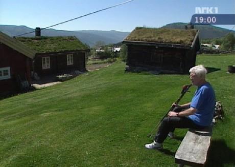Arne Treholt samler krefter på en fjellgård i Ål i Hallingdal. (Foto: NRK)