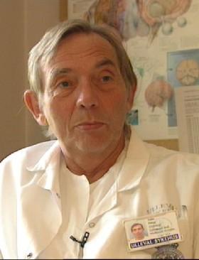 Overlege Ståle Haug ved Ullevål sykehus var med på å redde livet til Arne Treholt. (Foto: NRK)