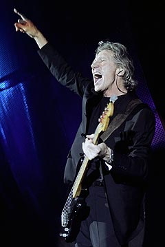 Roger Waters satte ikke pris på lydteknikerne sine under lydprøvene før konserten i Frognerbadet onsdag. Her er under konserten han holdt i Lisboa nylig. Foto: AP Photo / Scanpix.