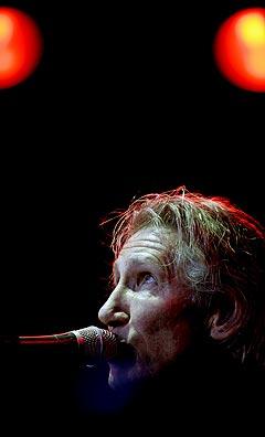 Andre fotografer fikk gå nærmere scenen under Roger Waters i Frognerbadet onsdag. Foto: Stian Lysberg Solum, Scanpix.