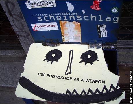 """Fotofikling kan også ha en politisk dimensjon, vi har lansert ordet """"sinnafikling"""" for dette. Vi tok nylig dette bildet (ikke manipulert) av en nedtægget gratisavis-stand i Berlin. (Foto: NRK Underholdning)"""