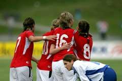 Jubel etter at Norge gikk opp til 2-0. (Foto: (Jarl Fr. Erichsen / SCANPIX)