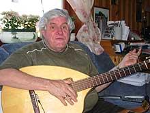 Blinde Jan Henrik Dahl har gledet mange med sin musikk. (Foto: Sjur Sætre, NRK)