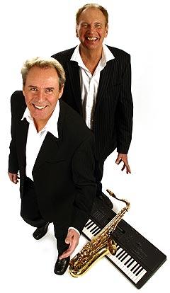 Sten Nilsson (i front) er 64 år og kåret til Sveriges mest sexy dansebandmusiker. Foto: Handout.