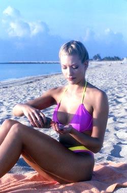 Solkremen bør ha beskyttelse mot både UVA- og UVB-stråler. De aller fleste svetter i solen, så derfor bør kremen være vannfast. Foto:gettyimages.com