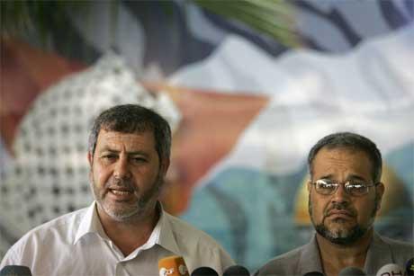 Jihad-ledere Khaled al-Batsh og Khadir Habib forklarte hvorfor ikke Jihad slutter seg til manifestet. (Foto: Mahmud Hams/ AFP/ Scanpix)