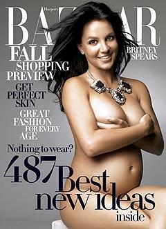 Slik ser coveret på juli-utgaven av Harpers Bazaar ut, med en naken og gravid Britney Spears. Foto: Alexi Lubomirski exclusively for Harpers Bazaar / Handout / Scanpix.