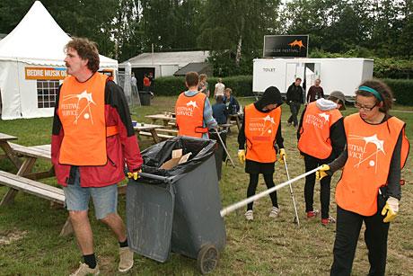 Det blir mye søppel, også etter 13.000 nordmenn når de er i utlandet. Men heldigvis er det noen som rydder opp etter dem. Foto: Arne Kristian Gansmo, NRK.