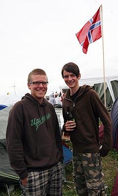 Martin Myhre og Andreas Grønnlund er to av nordmennene som har tatt turen til årets Roskildefestival. Foto: Jørn Gjersøe, NRK.