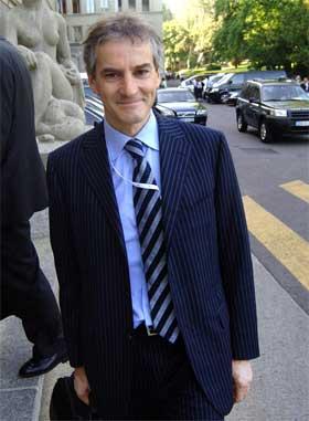 Utenriksminister Jonas Gahr Støre på vei til WTO-møtet i Geneve i dag. (Foto: Jean Pierre Clatot/AFP/Scanpix)