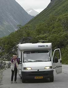 Turister i bobil strømmer til Norge i disse dager. Her fra Trollstigen. (Arkivfoto: SCANPIX)