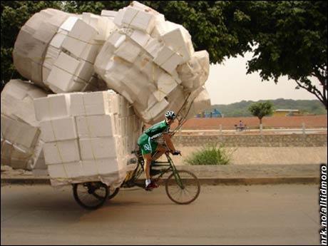"""2001: Lance Armstrongs lag US Postal vinner Tour de France. Mens """"Mexico Postal"""", Hushovds lag denne sesongen, viste seg å ikke være av samme kaliber - det ble mest å levere pakker."""